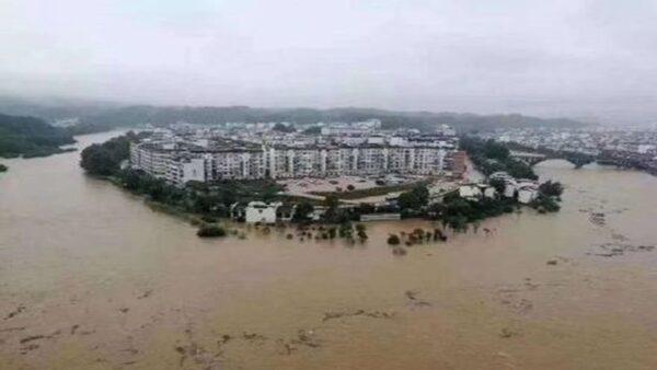 中國26省泡水 官方續發暴雨警告(多視頻)
