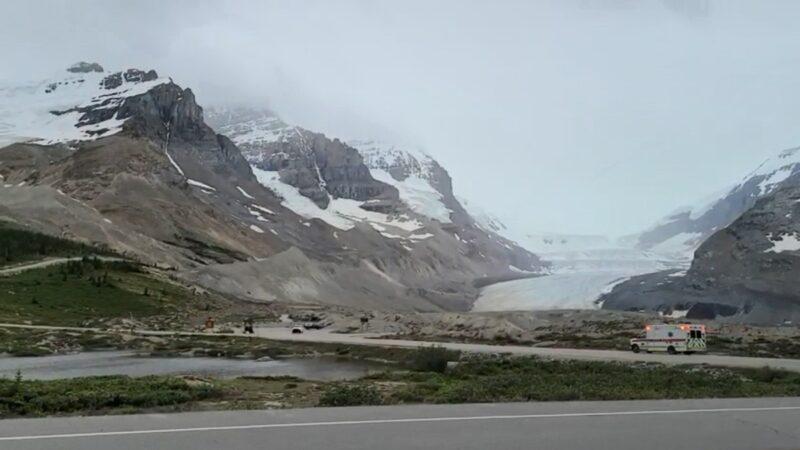 加拿大冰河观光巴士滚落斜坡 3死多人轻重伤