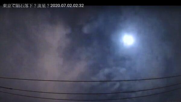 日本关东夜空 大流星划过伴随爆炸般巨响