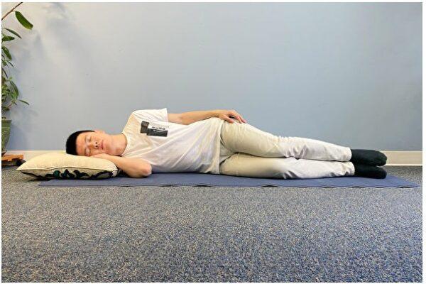 中医师:古人4种养生睡眠姿势 枕头也有讲究(组图)