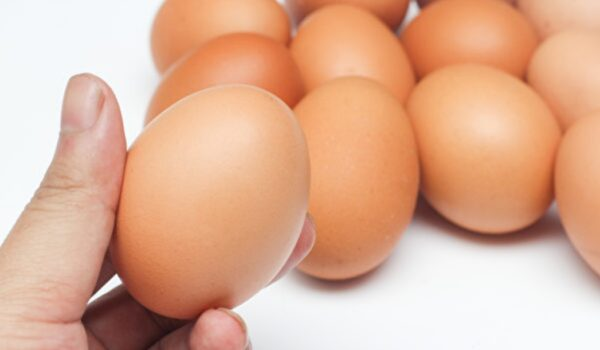 鸡蛋可以保存多久?一杯水测鸡蛋新不新鲜(组图)