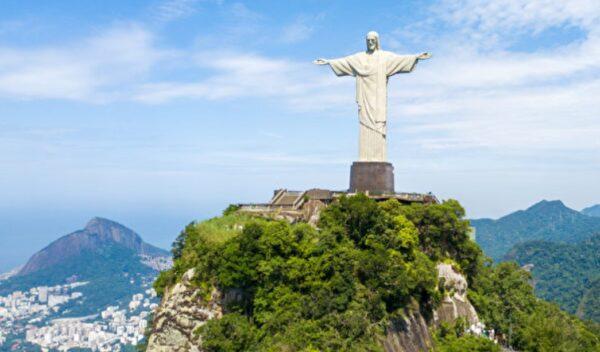 巴西男子在樹幹中發現耶穌像 網民:神蹟(組圖)