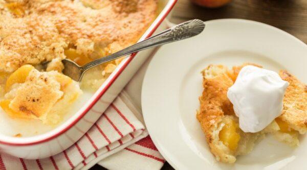 老式桃子餡餅 美味的早午餐甜點