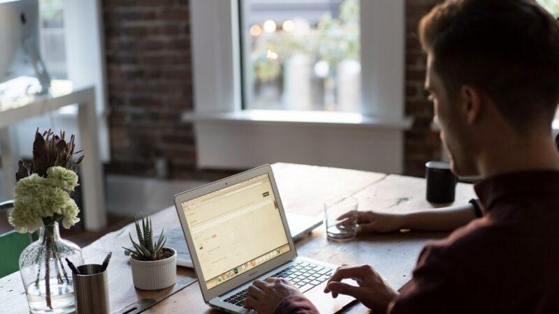 在家工作 如何安排用餐時間和地點?