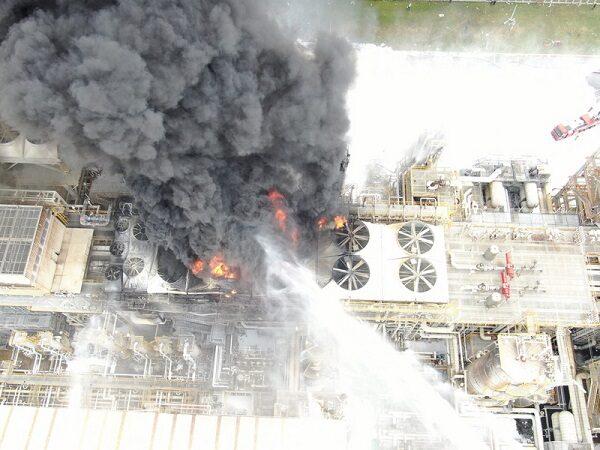 台塑麦寮厂惊传爆炸起火 离数公里远都可看到浓烟