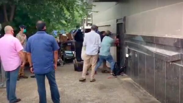 休斯頓中領館被FBI破門而入視頻流出