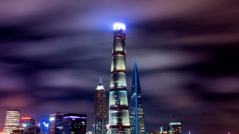 上海第一高楼变水帘洞 60楼漏到9楼(多视频)