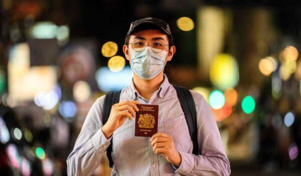 中共威脅拒絕承認香港BNO 被嘲不准盲人用電筒