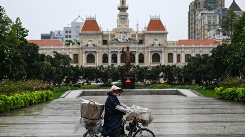越南岘港出现本土病例 急撤8万游客