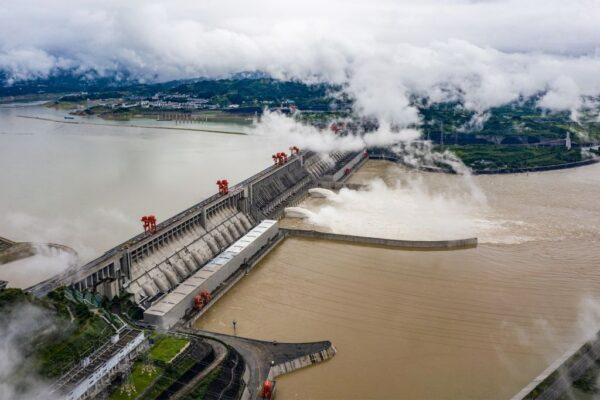 """三峡大坝现出原形 中国还有8万""""定时炸弹"""""""