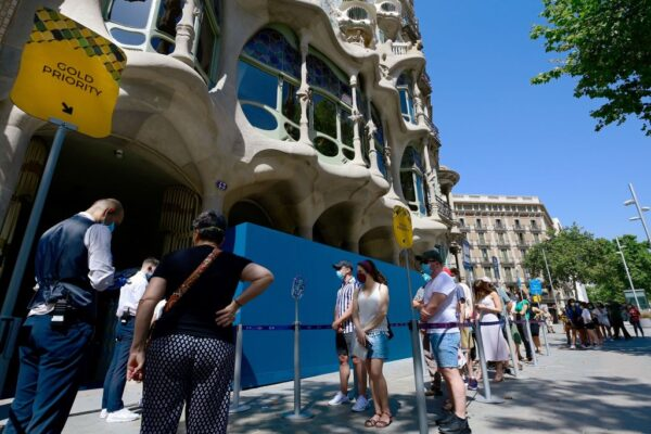西班牙解禁迎旅客前 增17染疫病死例