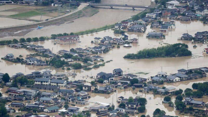 大雨重創日本九州 16死17命危 居民排SOS求援