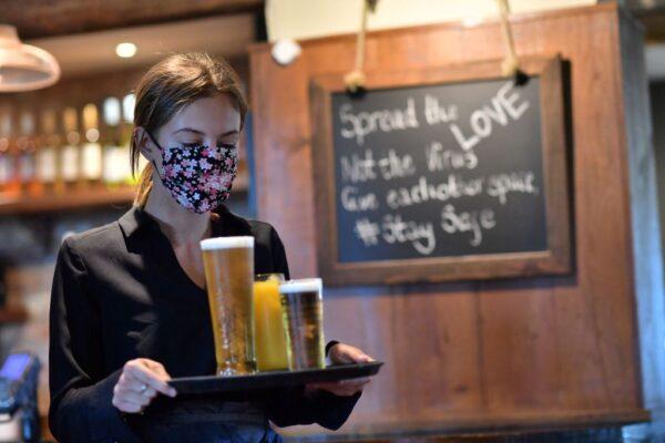 英格兰考虑进入店家 强制遮脸防疫