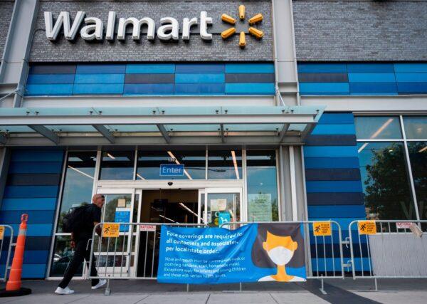 沃尔玛规定顾客戴口罩 全美商店20日起实施