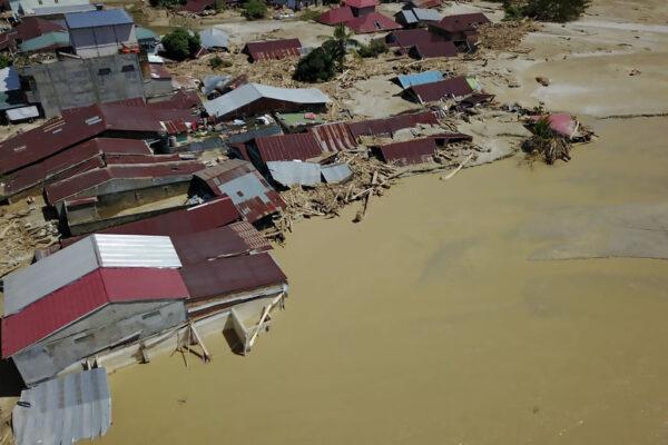 印尼苏拉威西岛暴雨洪灾 河川溃堤至少36死