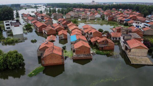 长江2号洪水形成 重庆万州被淹 三峡吃紧