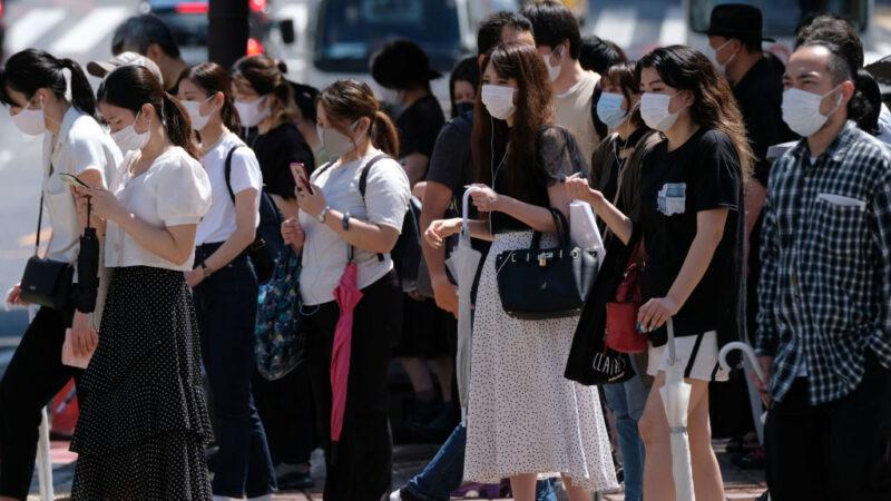 疫情连两天逾800例 日本吁请提高在家工作比率