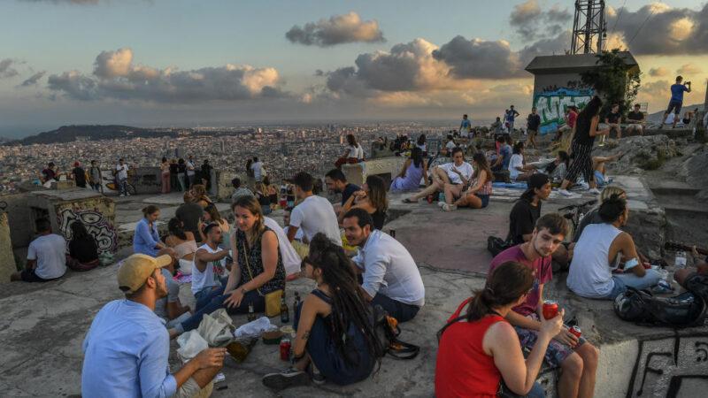 西班牙逾150起群聚感染 巴塞罗纳400万居民再禁足