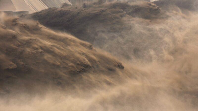 三峡超警戒水位19米仍在涨 党媒自曝大坝位移变形