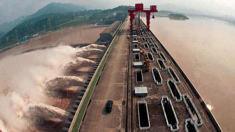 三峽大壩水位34小時暴漲5米 超警戒線17米