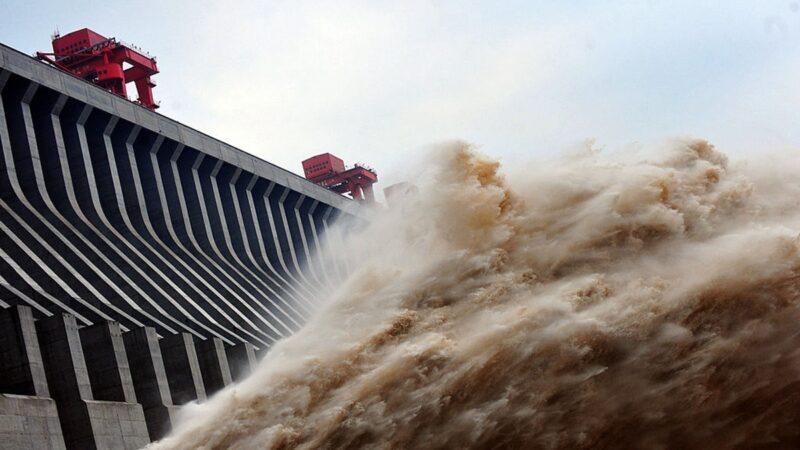 三峽大壩泄洪量大增 每天傾注300個西湖