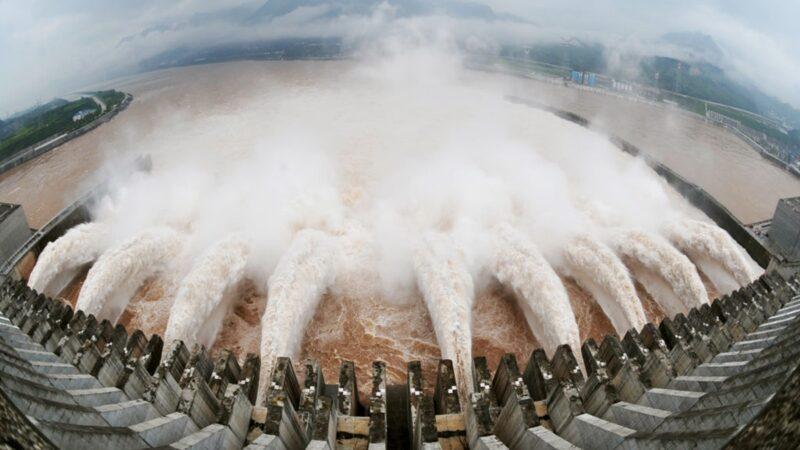 衛星抓到三峽大壩「超級洩洪」 王維洛:洪水是人爲的
