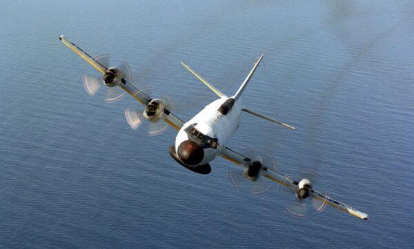 美军机空前逼近上海 学者:无人能排除战争