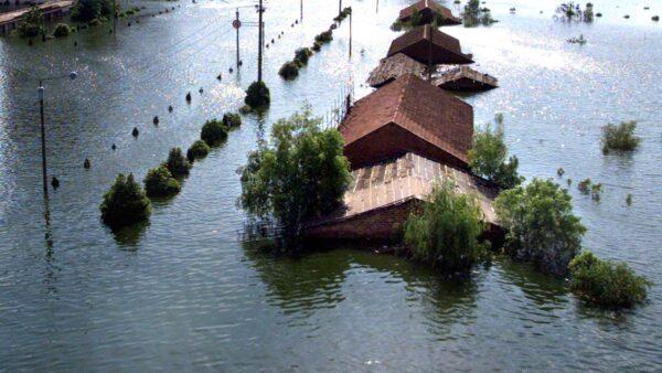 家中水淹1.5米深仍不肯走 江西老人透心酸内情