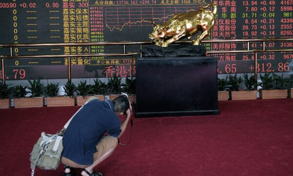 中港股反常飙涨狂割韭菜 大股东坚持套现3千亿
