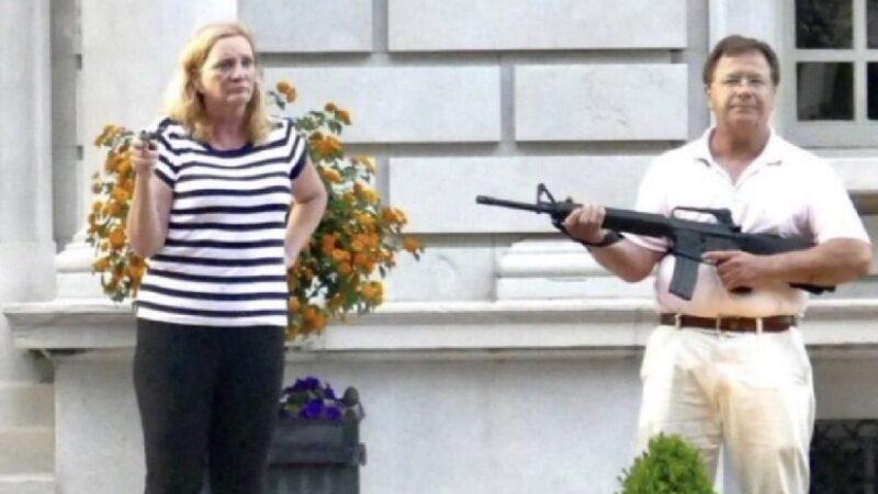 夫婦槍指家門外示威者被控重罪 州司法部長駁回政治起訴