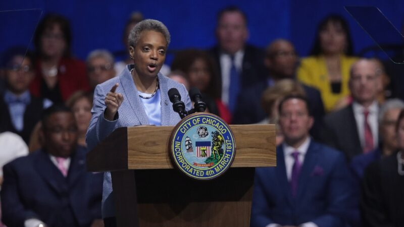 芝加哥葬礼15人遭枪击 左派市长仍阻川普平乱