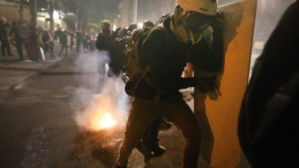 記者曝波特蘭暴亂細節 警察為生命安全擔憂