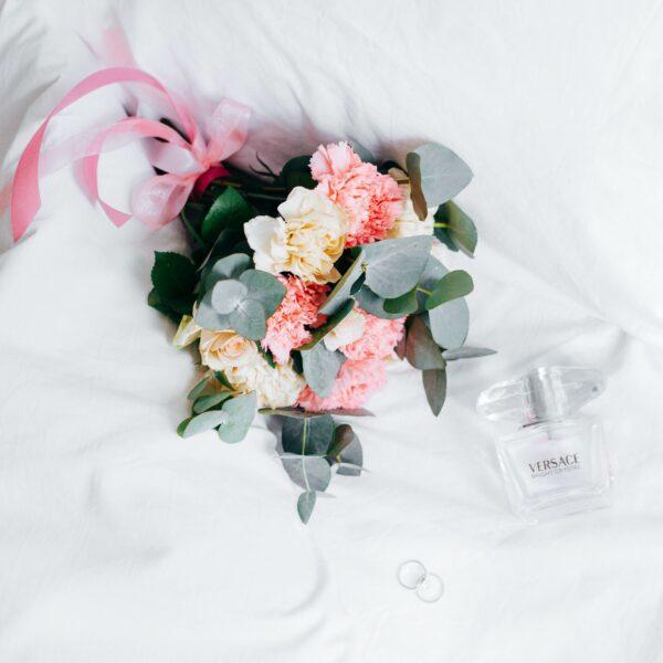 婚紗泡水變重 新人拍照被巨浪捲走險喪命
