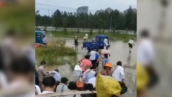 长江灾区不见高官 当局让百姓各自逃命(视频)