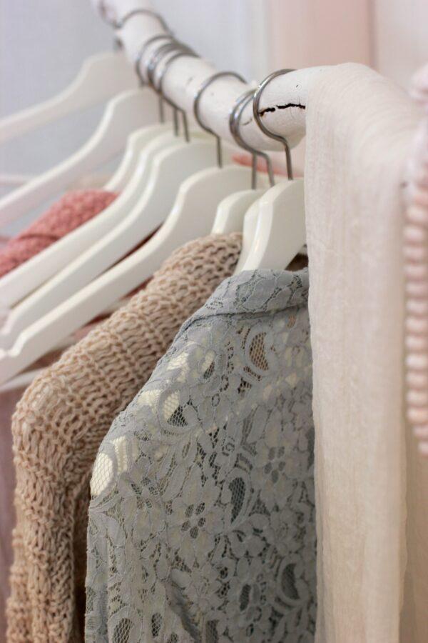 搭穿客人遺棄的舊衣 洗衣店8旬夫婦變身時尚網紅