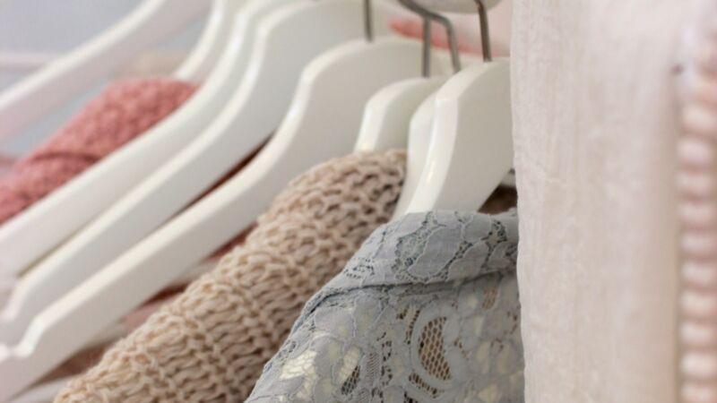 搭穿客人遗弃的旧衣 洗衣店8旬夫妇变身时尚网红