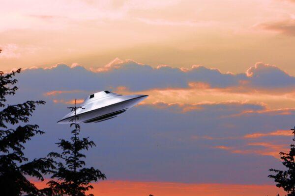 UFO每秒移動24公里 向核設施基地動手腳