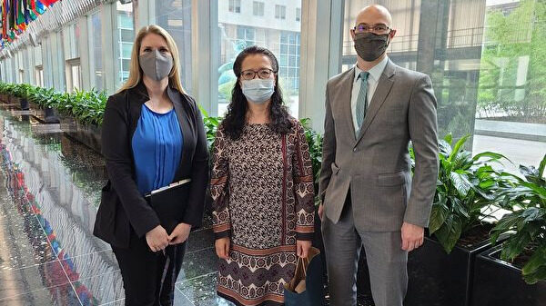 美国务院官员公开会见法轮功学员