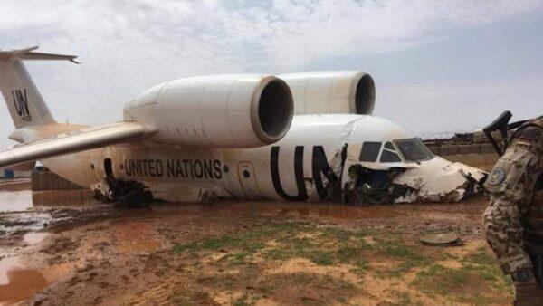 UN飞机降落马里 冲出跑道陷烂泥酿11伤