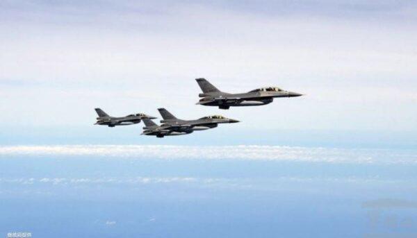 中美航母對峙細節曝光 美軍F-16罕見掛彈警示中共