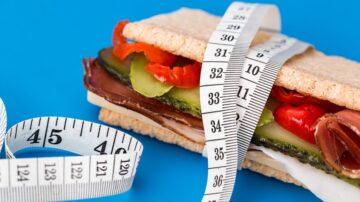 照吃照喝不上健身房 美國胖妞年減逾50公斤(組圖)
