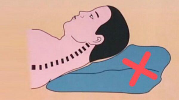 枕頭太高影響睡眠!醫師告訴你正確枕頭高度