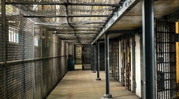 英男翻轉人生 獄中苦讀多年變大學講師