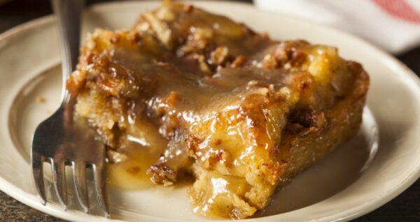 美国南部面包布丁配黄油朗姆酱(组图)