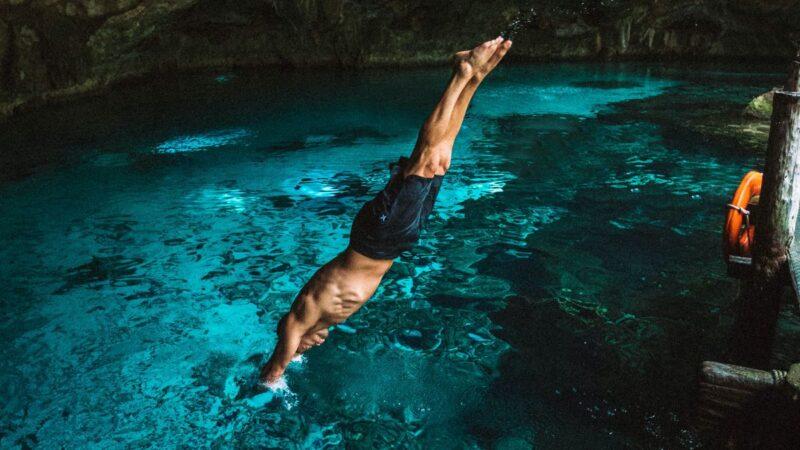 父跳水脖子骨折 9歲兒發揮「超人力量」救上岸