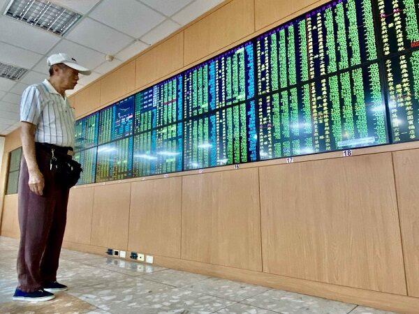 重挫416點 台股爆出3468億元天量