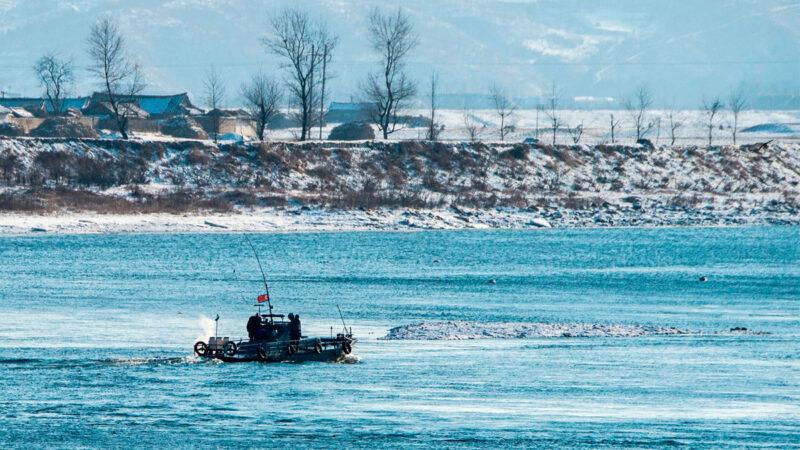 """被索要""""小费""""价码太高 中国渔船撞翻朝鲜巡逻艇"""