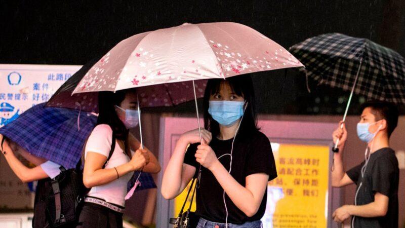 深圳突發疫情 檢測點人龍一眼看不到頭(視頻)