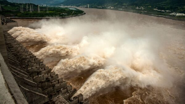 毛澤東前秘書女兒:三峽大壩最好炸掉