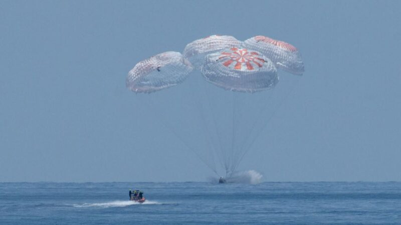 載人龍飛船成功返回濺落海上 川普推文祝賀(視頻)